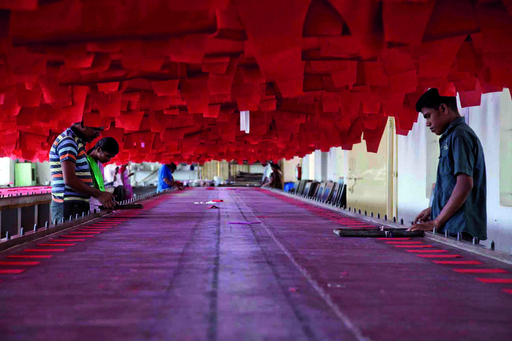 India_textile_fashion_industry_workers.jpeg